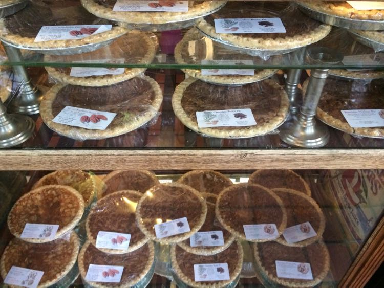 Moms Apple Pie pies, Leesburg, Virginia