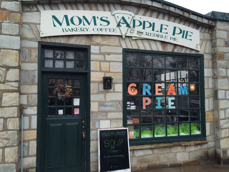 Moms Apple Pie Leesburg Virginia