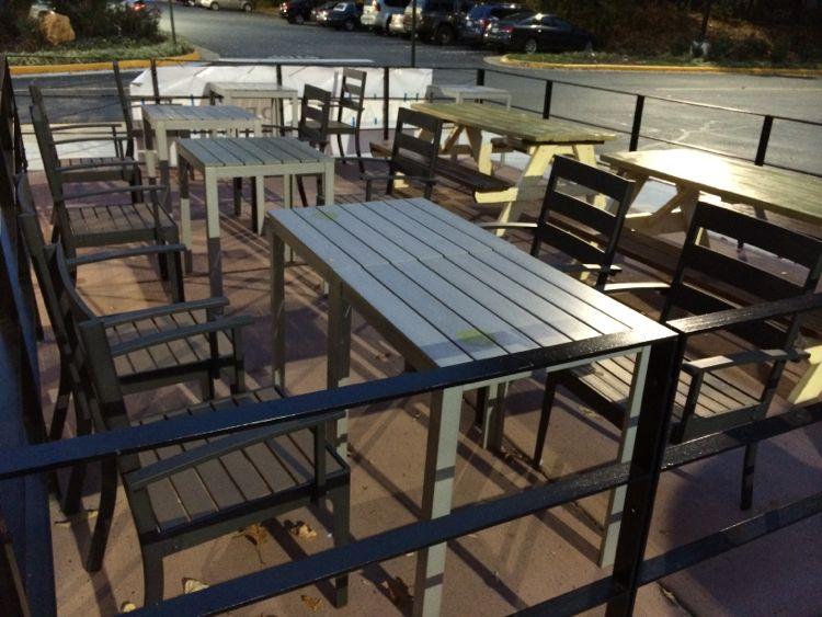 La Ong Thai patio in Herndon Fox Mill Plaza