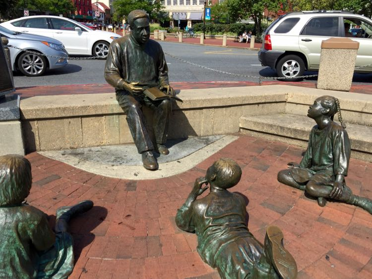 Alex Haley statue Annapolis Maryland