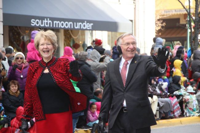 Jane and Ken Plum, Reston Thanksgiving Parade