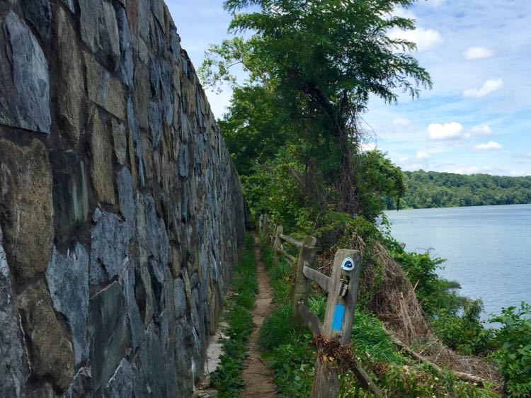 Narrow stretch of the Potomac Heritage Trail, Windy Run hike