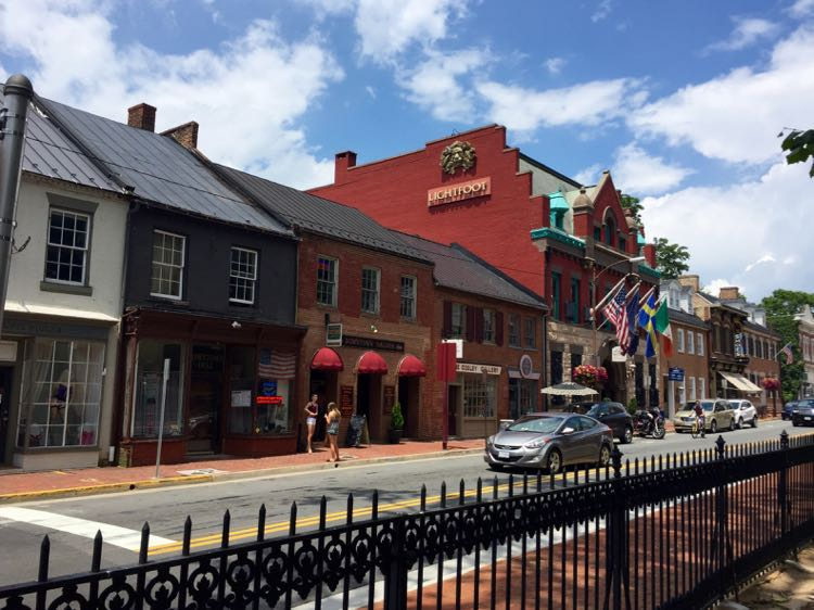 Leesburg Virginia is one of the best historic Virginia day trips near DC