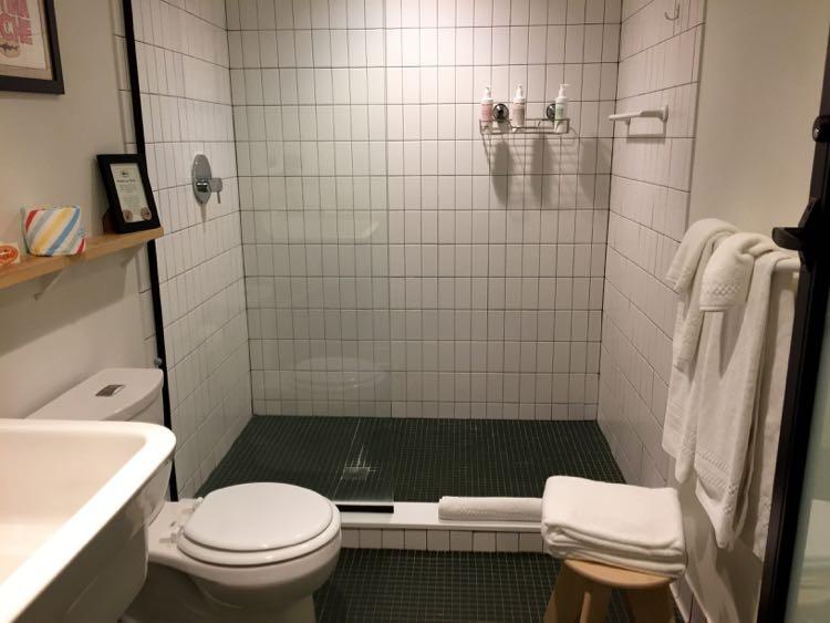 Dogfish Inn Sweet bathroom
