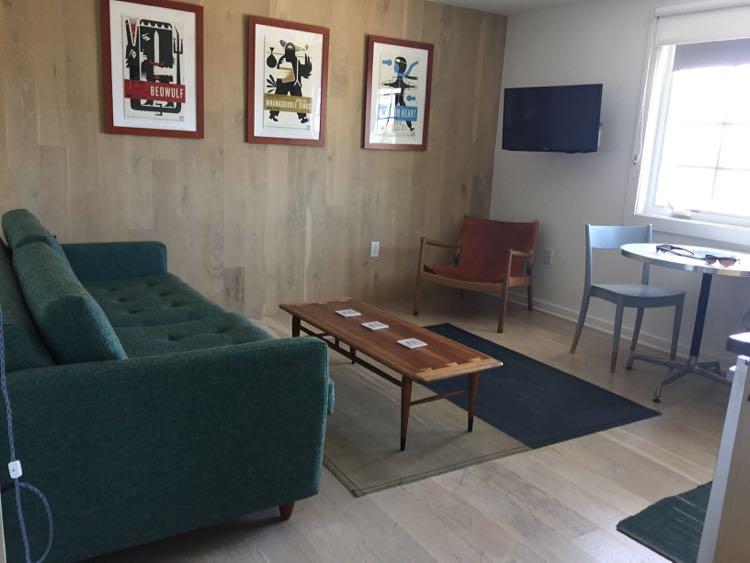 Dogfish Inn Sweet living room