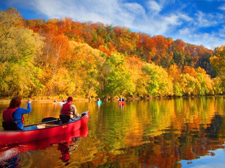 Paddling the James River, photo credit: Botetourt County Tourism Visit Virginias Blue Ridge