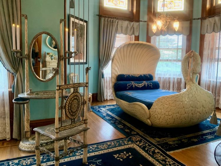 Elaborately decorated swan bedroom at Maymont