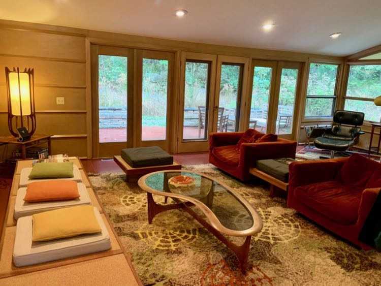Duncan House living room features Mid-century Modern furniture