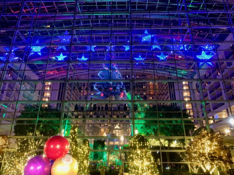 Step outside for a family photo at Gaylord Christmas on the Potomac
