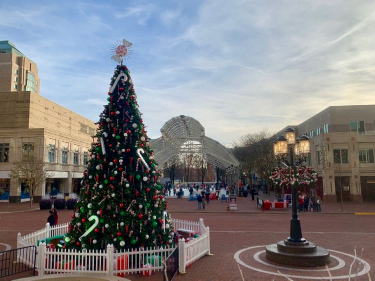 Reston Town Center holiday decorations