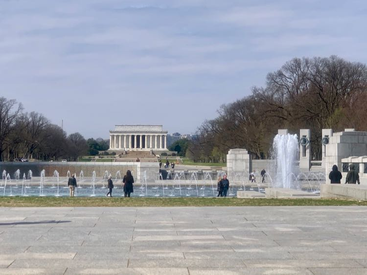 WW II and Lincoln Memorial scenic drive view