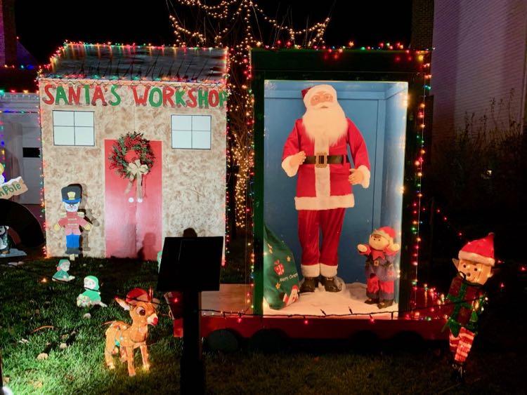Dancing Santa holiday lights display Herndon